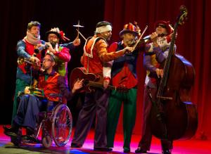 CIRQUE STILETTO 3 Wëreldbänd - disabled orchestra- Frank Wardenier, Jon Bittman, Rogier Bosman, Ro Krauss, Willem van Baarsen, Sanne van Delft- Ftgr Andy Doornhein